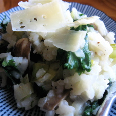 Baked risotto with mushroom, kale and leek